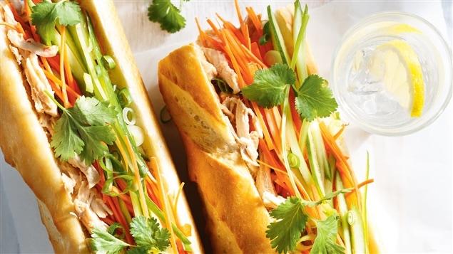 Ricardo - Sandwich au poulet à la vietnamienne - Émission du 9 avril 2015