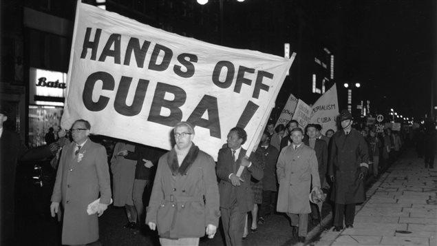 Manifestation contre les États-Unis pendant la crise des missiles