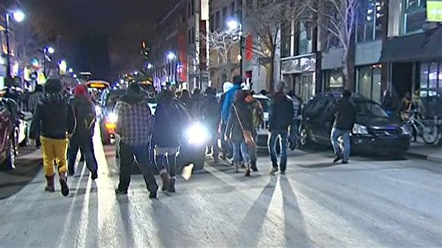 Des manifestants ont déambulé dans le sens contraire de la circulation.