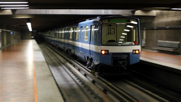 Un train du métro de Montréal