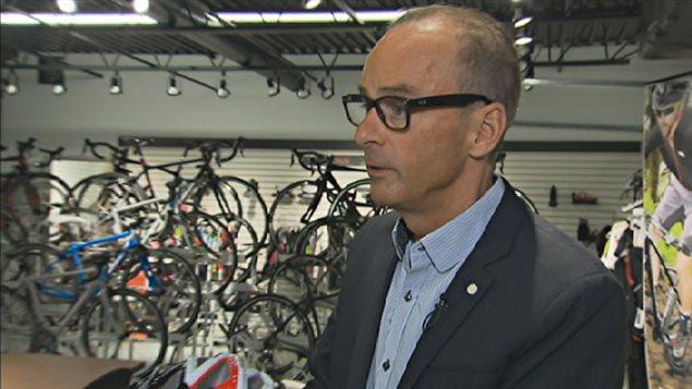 L'homme d'affaires et cycliste Louis Garneau fait partie du comité sur la sécurité des cyclistes.