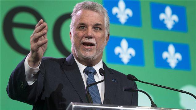 Le premier ministre Philippe Couillard a promis de partager avec les villes les redevances sur l'exploitation des ressources minières.