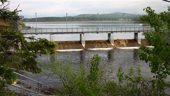 Le lac Saint-Charles est la principale source d'eau potable de la Ville de Québec.