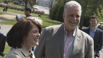 Le premier ministre Philippe Couillard est allé appuyer samedi sa candidate dans Chauveau, Véronyque Tremblay.