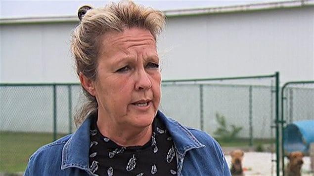 Céline Brault est une éleveuse d'airedales qui salue les progrès qu'apporte le projet de loi.
