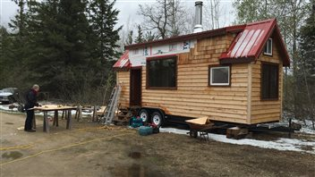 Construire une mini maison pour pargner l 39 environnement ici radio cana - Economiser construction maison ...
