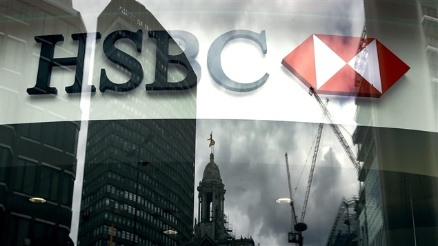 La première banque européenne, HSBC, supprime jusqu'à 22 000 emplois. Des compagnies aériennes songent à imposer une surcharge aux clients qui n'achètent pas leurs billets directement sur leur site Web. Journée difficile au TSX hier.