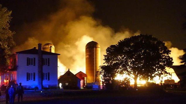 Incendie dans une ferme de Saint-Denis-sur-Richelieu