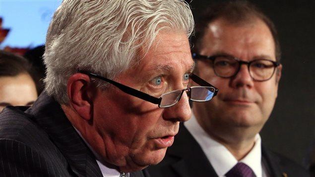 Gilles Duceppe avec, en arrière-plan, Mario Beaulieu, en conférence de presse à Ottawa.