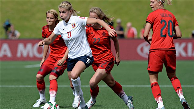 Ada hegerberg la d mone blonde du football norv gien - Football feminin coupe du monde 2015 ...