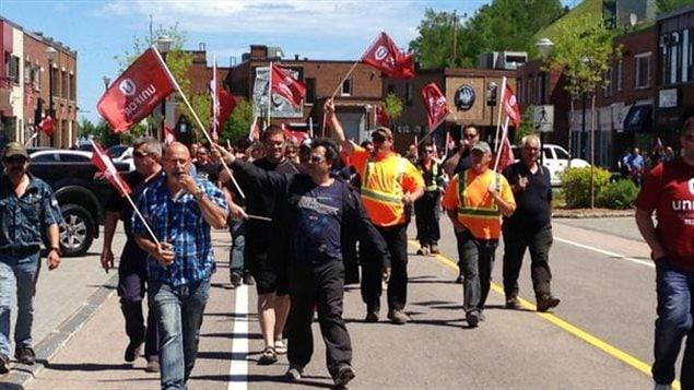 Manifestation d'employés de Produits forestiers Résolu à Baie-Comeau
