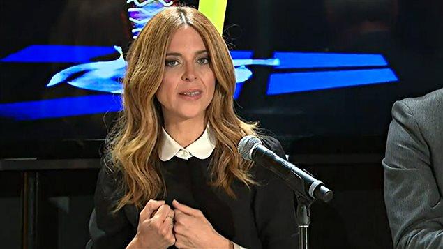 Julie Snyder en conférence de presse