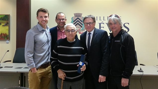 Jean-Yves Labonté entouré de David Veilleux, René Fortin, Gilles Lehouillier et Louis Barbeau.