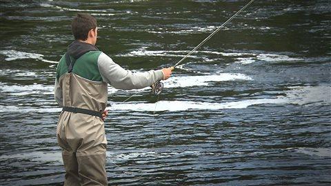 La pêche au saumon sur la rivière aux Rochers
