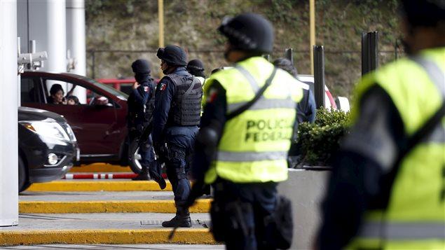 De nombreux policiers ont été déployés dans la région de Mexico pour tenter de retrouver le baron de la drogue  «El Chapo», qui s'est évadé de la prison d'Altiplano.