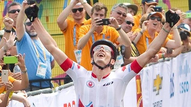 Raphaël Gagné de Lac-Beauport a remporté la médaille d'or à l'épreuve de cross-country de vélo de montagne aux Jeux panaméricains qui sont en cours en Ontario.