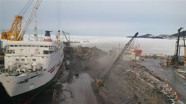 Les travaux d'agrandissement de la cale sèche du chantier maritime Verreault des Méchins en hiver 2015