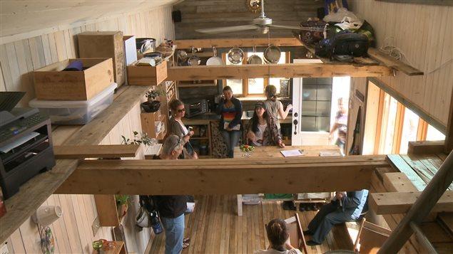 les curieux s 39 entassent au festival des minimaisons ici. Black Bedroom Furniture Sets. Home Design Ideas