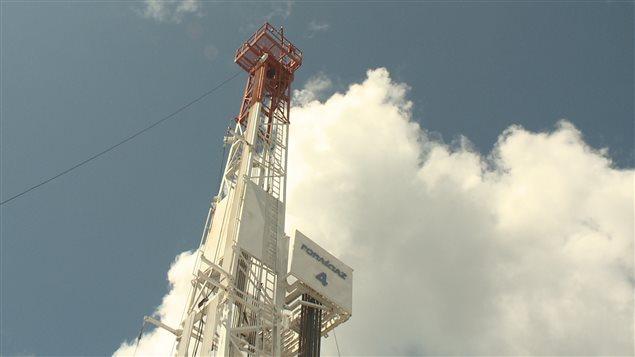 Équipements de forages pétroliers de la comapgnie Junex à Gaspé