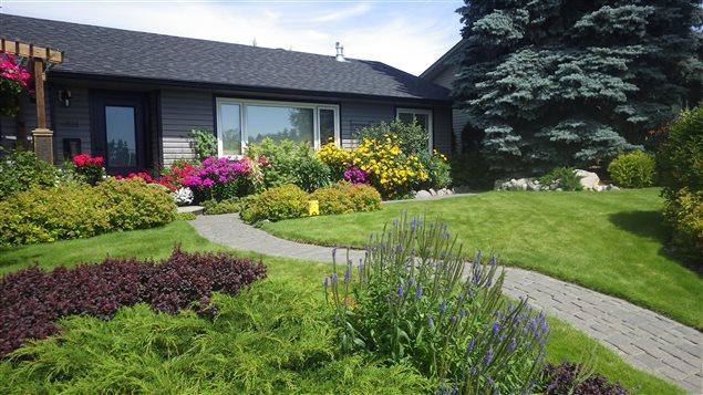 Les Trois Plus Belles Fa Ades De Maison Fleuries D 39 Edmonton Ici Radio