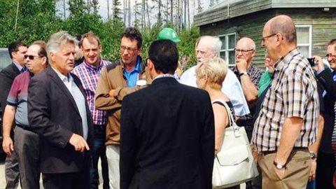 Le ministre Laurent Lessard a rencontré le comité nord-côtier de la crise forestière à Baie-Comeau.