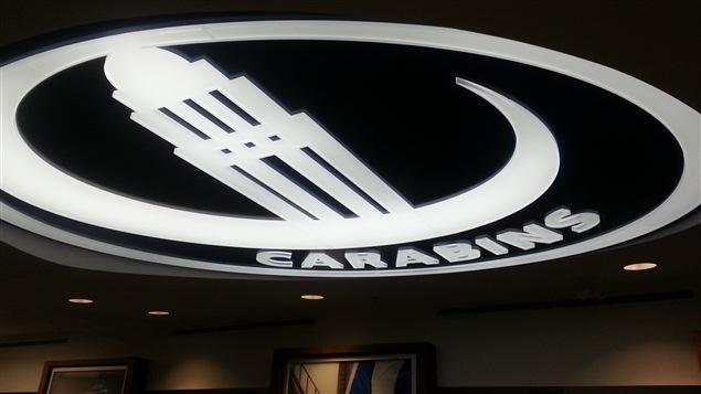 Le logo des Carabins au plafond