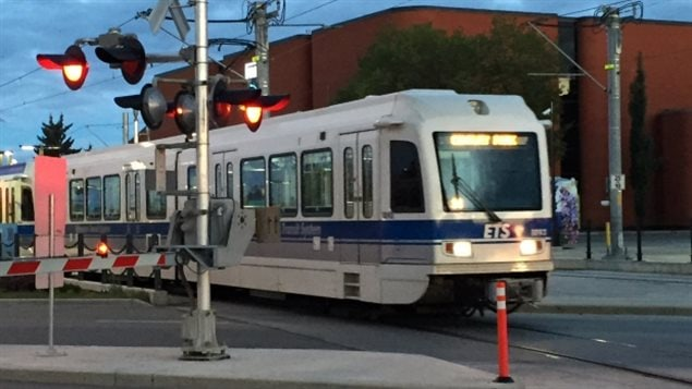 Un train sur la ligne Metro.