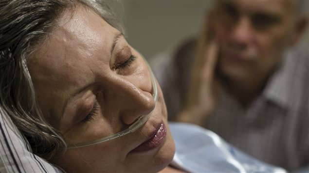 Une femme dans les derniers moments de sa vie