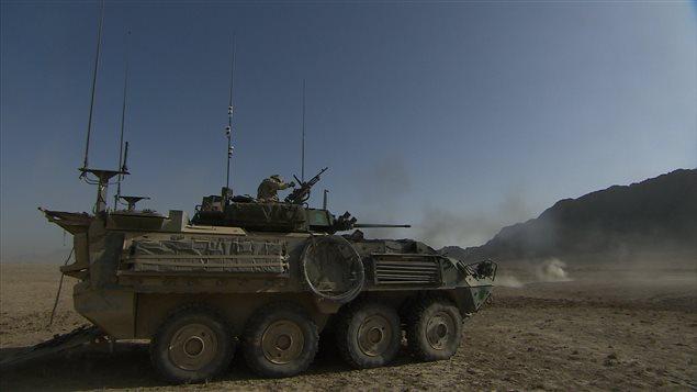 Un véhicule blindé léger canadien, construit par General Dynamics, en Afghanistan.