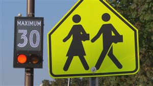 Des panneaux comme ceux-ci n'arrivent pas à convaincre les automobilistes à lever le pied