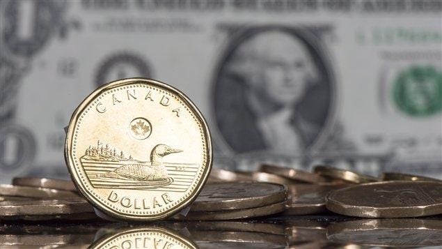 Les dollars canadiens et américains