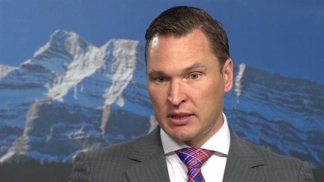 Le ministre du Développement économique et du Commerce de l'Alberta, Deron Bilous