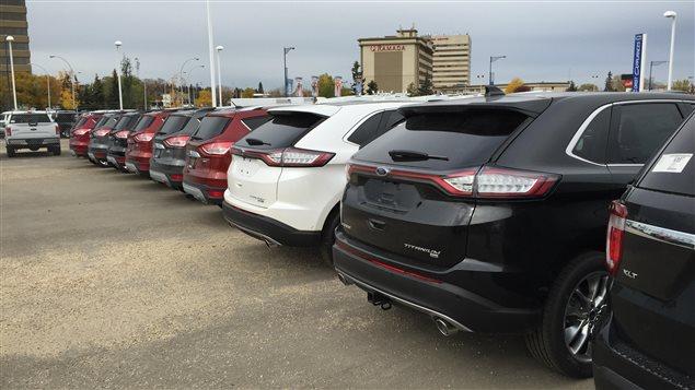Beaucoup de véhicules neufs chez les concessionnaires albertains, mais peu d'acheteurs.