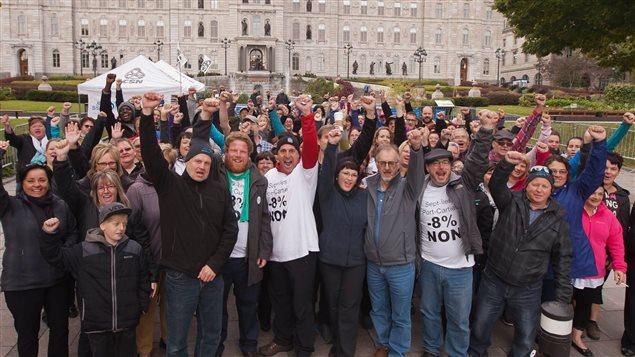 Plus d'une centaine de manifestants de la Côte-Nord se sont joints à la manifestation de samedi contre la politique d'austérité du gouvernement Couillard.