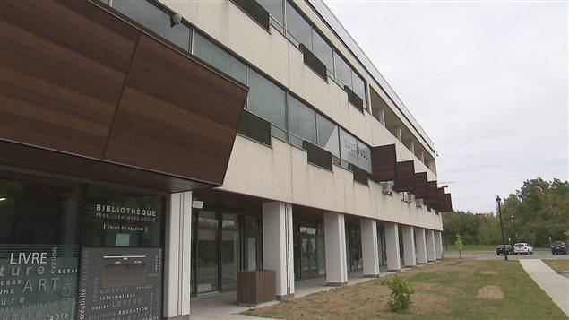 Le Centre communautaire Jean-Marie-Roy, qui abrite la bibliothèque, a encore besoin de travaux.