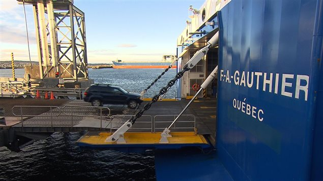 Embarquement sur le navire F.-A.-Gauthier