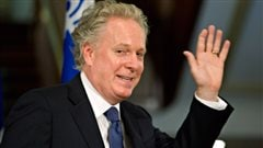 Jean Charest reçoit un doctorat honorifique de l'Université Lakehead