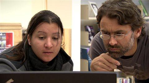 Coralie Monpert, chargée de projet, CIDCO et Jeannot Bourdages, archiviste au Musée de la Gaspésie