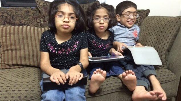 Les enfants de la famille Amir Akhter souffrent du syndrome de Morquio de type A, un déficit enzymatique qui retarde leur croissance.