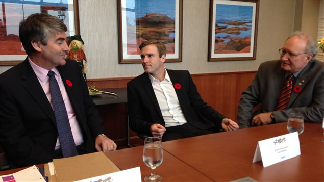 Le premier ministre de la Nouvelle-Écosse, Stephen McNeil, le premier ministre du Nouveau-Brunswick, Brian Gallant et le premier ministre de l'Île-du-Prince-Édouard, Wade MacLauchlan, lors d'une rencontre à Charlottetown
