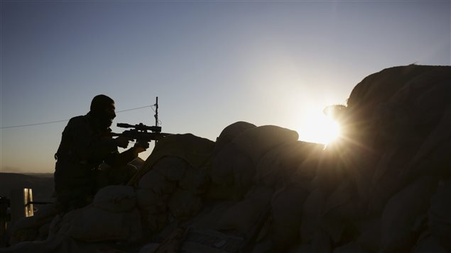 Un combattant kurde à Sinjar