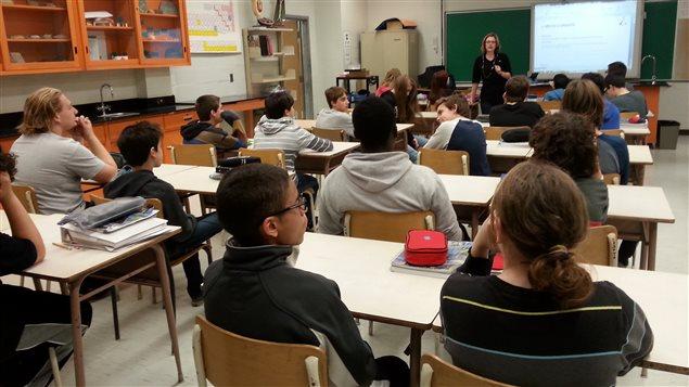 La classe de science de Pascale Chevalier à l'école secondaire Chavigny à Trois-Rivières