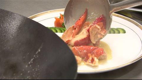 Un plat à base de homard préparé en Chine.