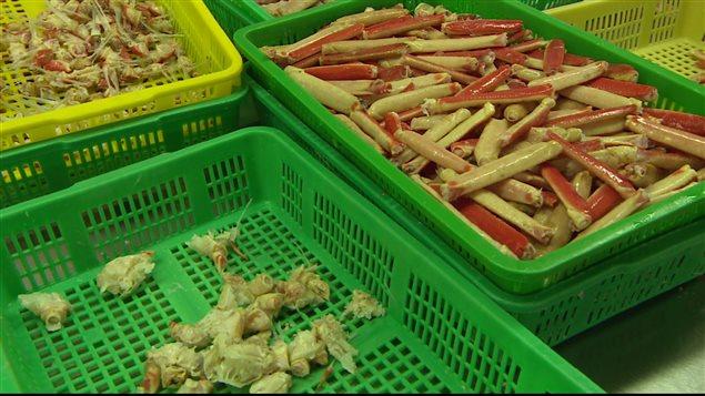 Toute la carapace du crabe est minutieusement enlevée.