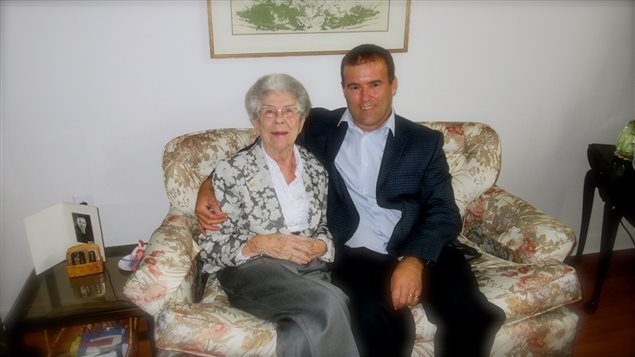 Michel Paquet accompagné de sa tante, Ida Paquet Thérrier