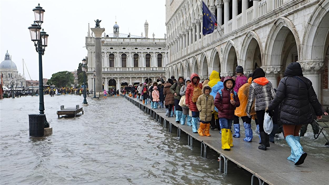 Innondations dans les rues de Venise, en Italie.
