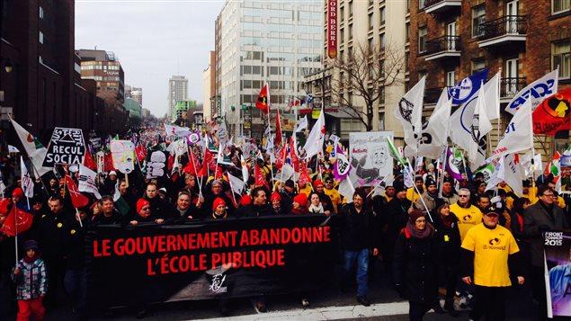 Les manifestants dans les rues de Montréal