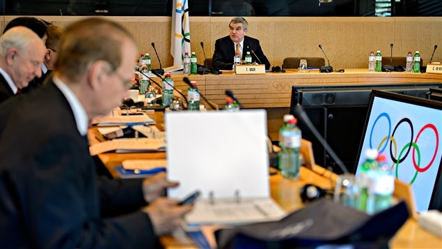 Thomas Bach en réunion avec le comité exécutif du CIO