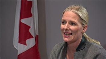 La ministre de l'Environnement du Canada, lors d'une entrevue avec notre correspondant à Paris Jean-François Bélanger.