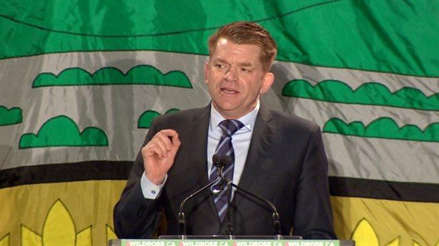 Le chef du Wildrose, Brian Jean, tend à la main aux électeurs progressistes-conservateurs
